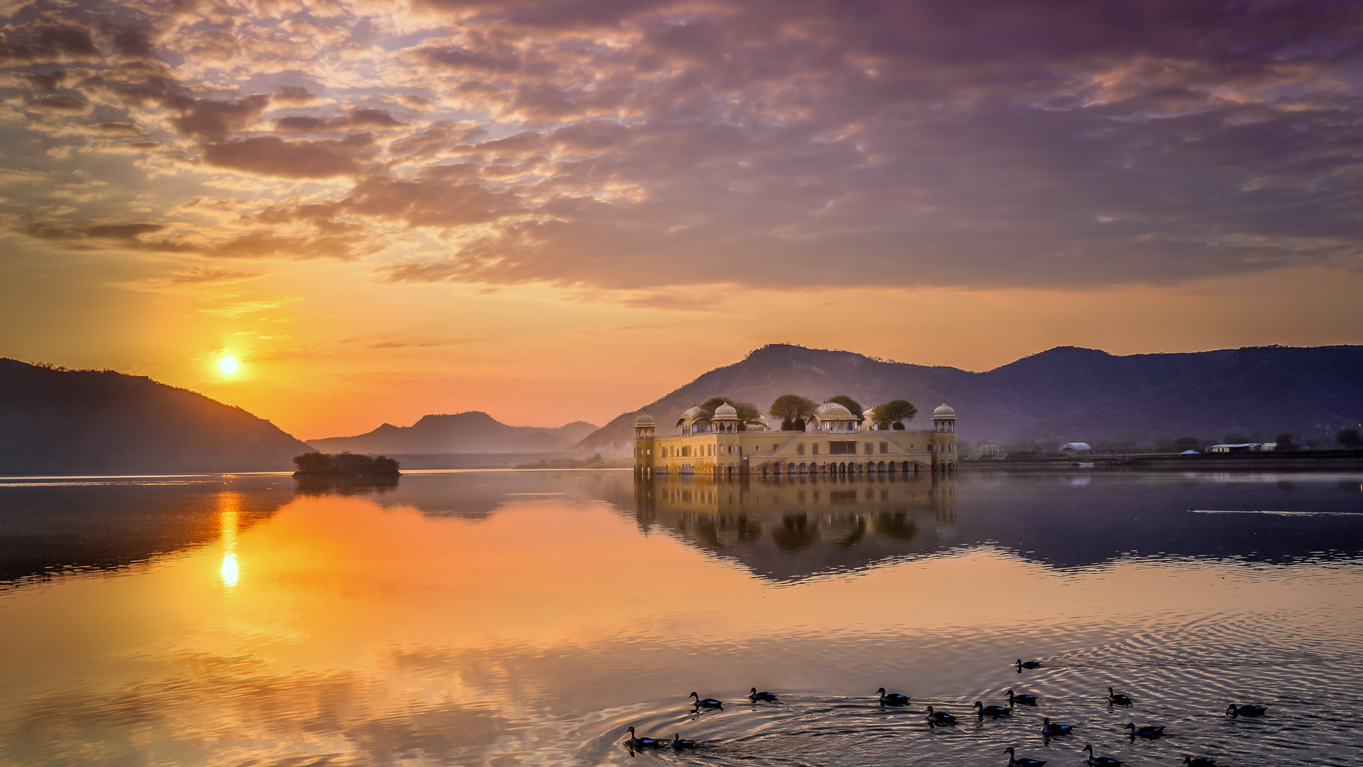 Jal Mahal palace in Jaipur, India